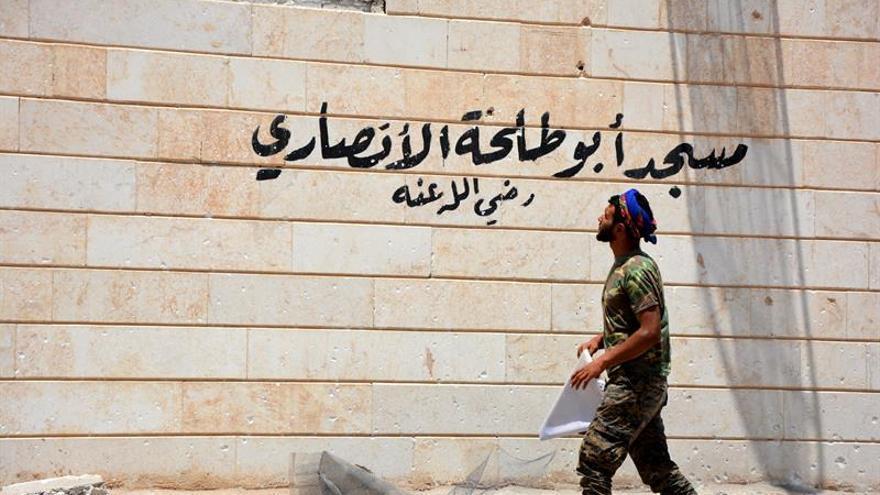 Tropas gubernamentales sirias arrebatan a EI la estratégica localidad en Al Raqa