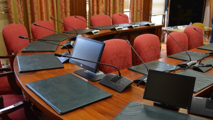 El Cabildo dota de un nuevo sistema audiovisual al Salón de Plenos