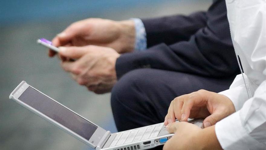 Australia evalúa prohibir ordenadores portátiles en vuelos comerciales