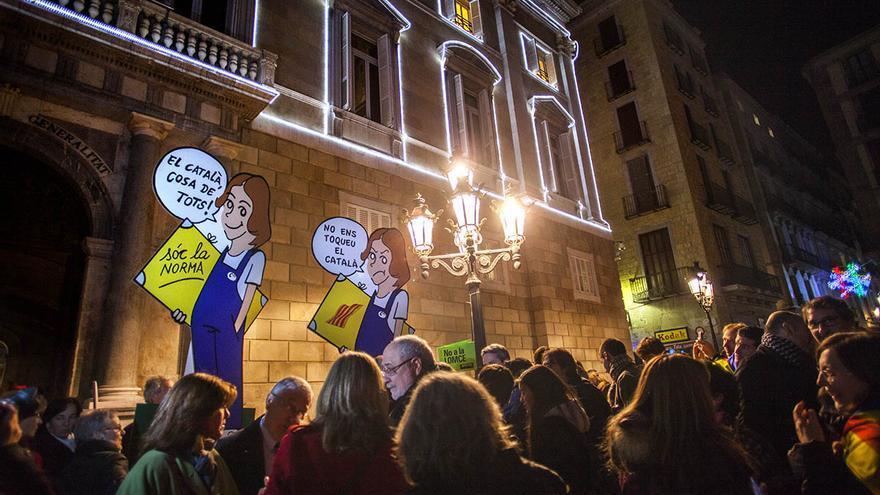 Los miles de concentrados consideran que el catalán en las escuelas es una línea roja que el Gobierno no puede tocar. / Carmen Secanella
