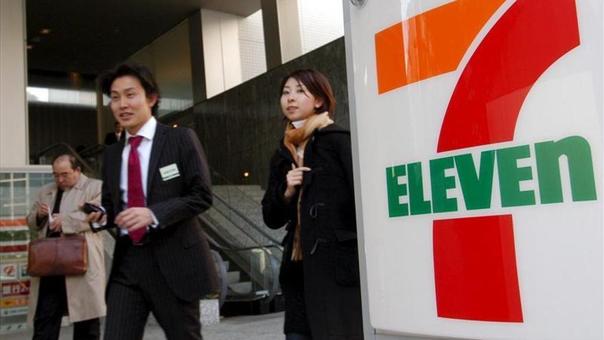 Acusan a 7-Eleven de cobros millonarios por visados de trabajo en Australia