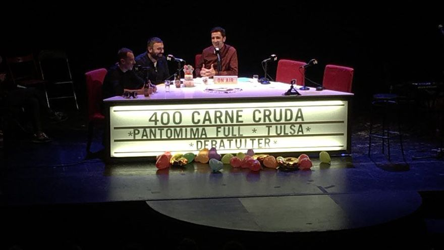400 programas de Carne Cruda en el teatro Arlequín