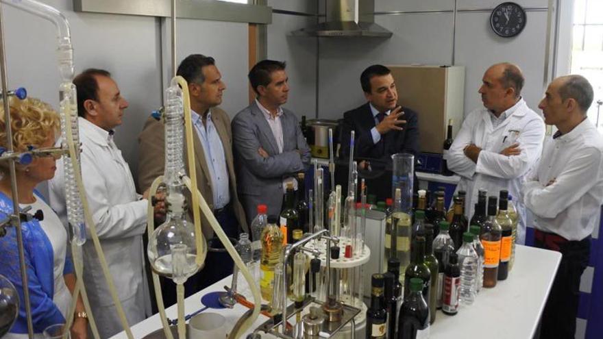 El consejero de Agricultura ha visitado varias empresas de Albacete