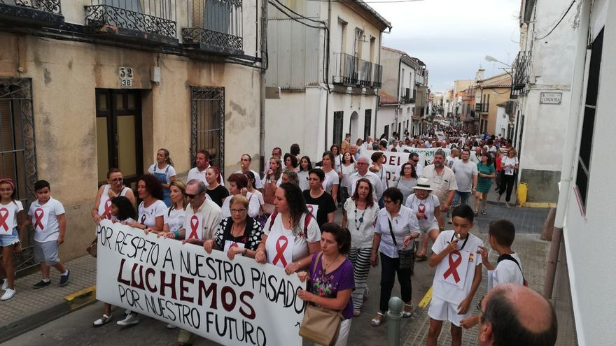 Cabecera de la manifestación en Almadén