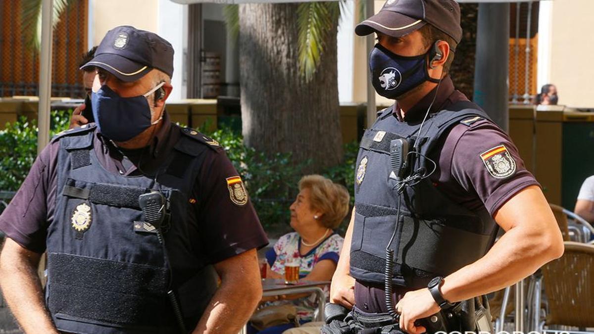 Dos agentes de Policía Nacional