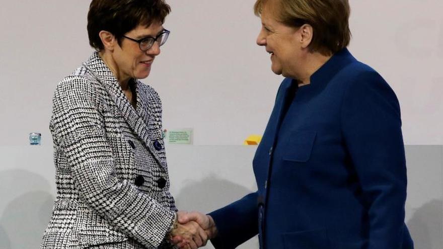 Kramp-Karrenbauer abre la ronda de aspirantes a suceder a Merkel pidiendo coraje
