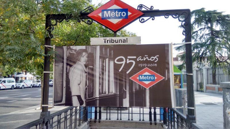 Acceso al Metro en la estación de Tribunal | SOMOS MALASAÑA