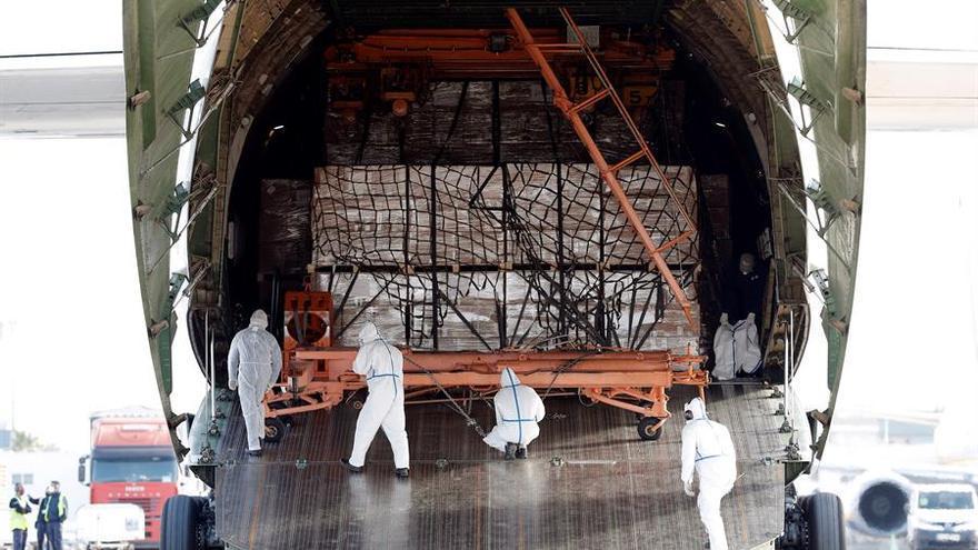 Llegada de un nuevo avión con material para la Comunitat Valenciana