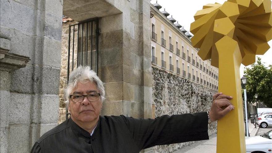Carbajal siembra de iconos esculturales las calles barrocas de La Granja