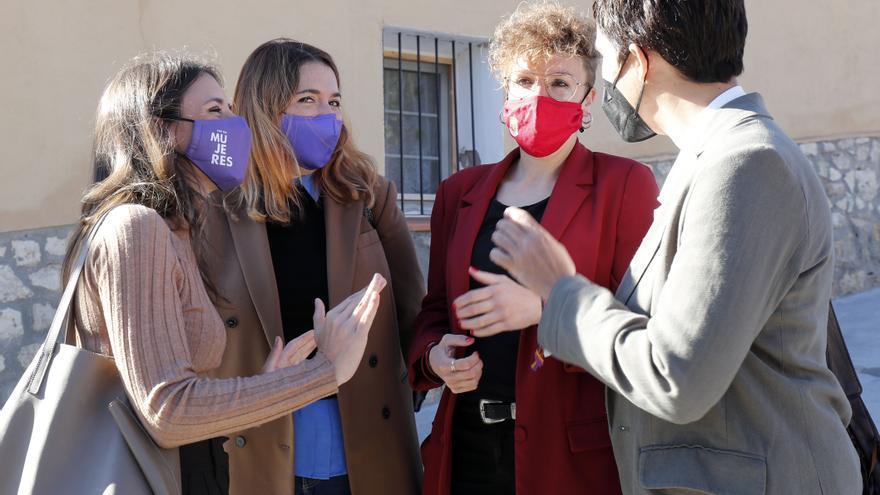 La ministra de Igualdad, Irene Montero (1i); la secretaria de Estado de Igualdad y Contra la Violencia de Género, Ángela Rodríguez (2i); y la directora del Instituto de las Mujeres, Toni Morillas (1d).