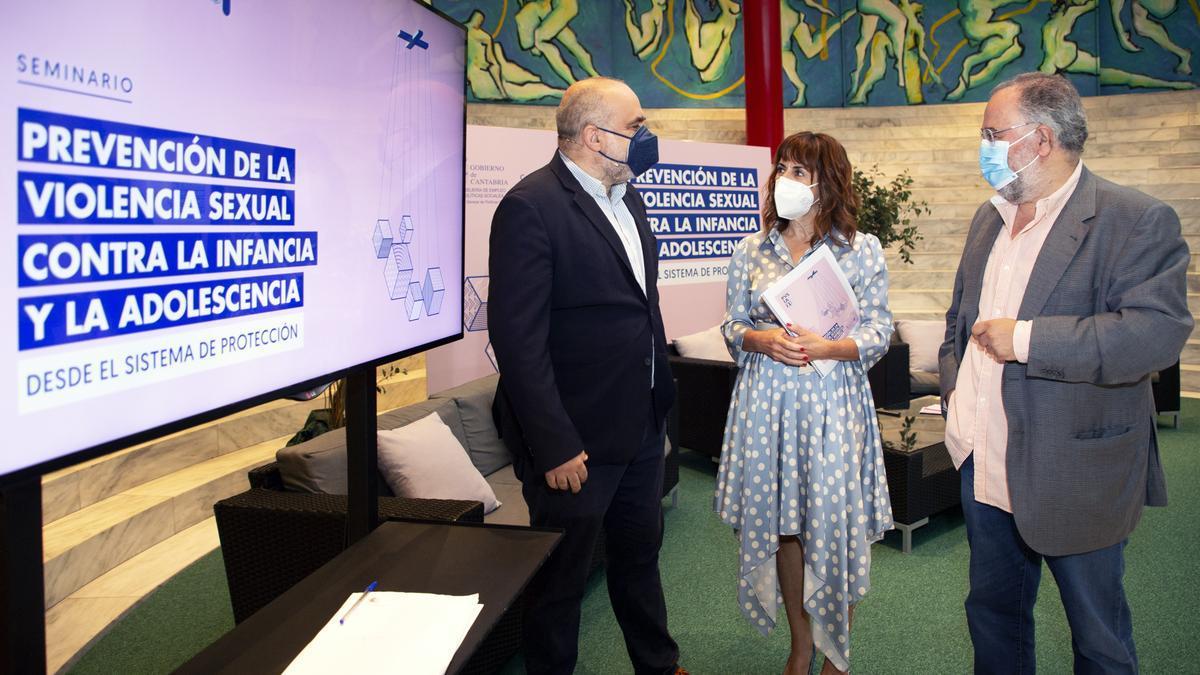 La consejera de Empleo y Políticas Sociales, Ana Belén Álvarez, inaugura el seminario 'Prevención de la violencia sexual contra la infancia y la adolescencia desde el sistema de protección.
