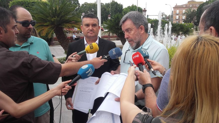 PSOE y Cambiemos Mucia exige al Ayuntamiento mayor control público sobre Emuasa y la regulación del precio del agua