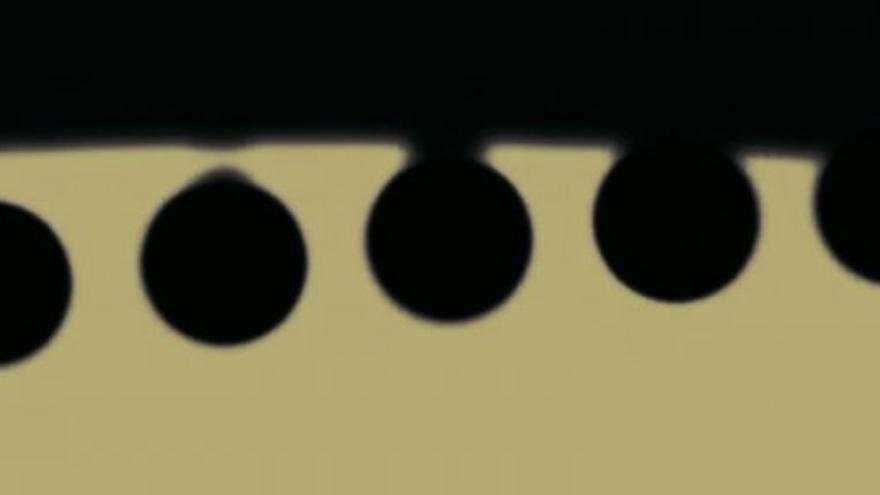 Efecto de la 'gota negra' durante el contacto interior del tránsito de Venus de junio 2004. Aunque el efecto es menos visible en los tránsitos de Mercurio, también puede apreciarse justo en el segundo y tercer contacto (créditos J.C. Casado-starryearth).