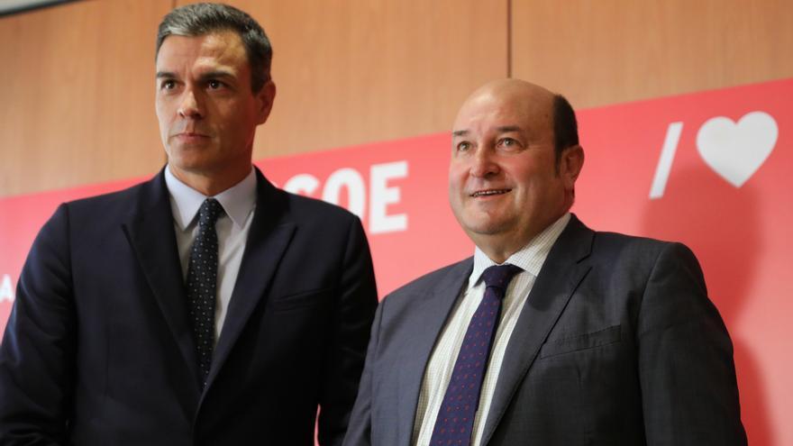 """Sánchez y Ortuzar acuerdan reunirse """"en un futuro"""" después de mantener una conversación telefónica"""