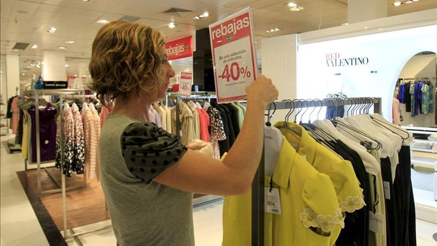 Las ventas de ropa caerán entre el 4 y 6 por ciento en 2013 y sumarán 7 años a la baja