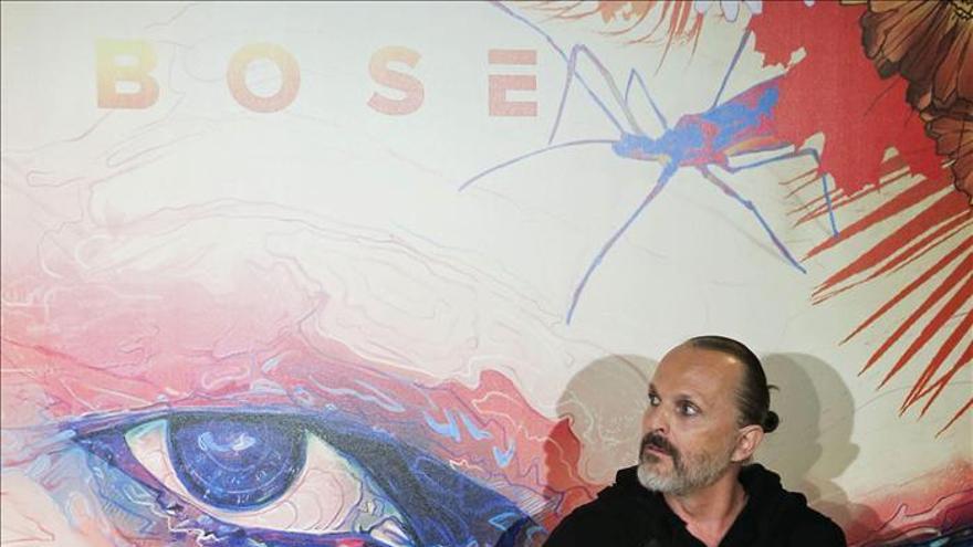 El nuevo albúm de Bosé es una declaración de amor por su hijos, su padre y el conocimiento