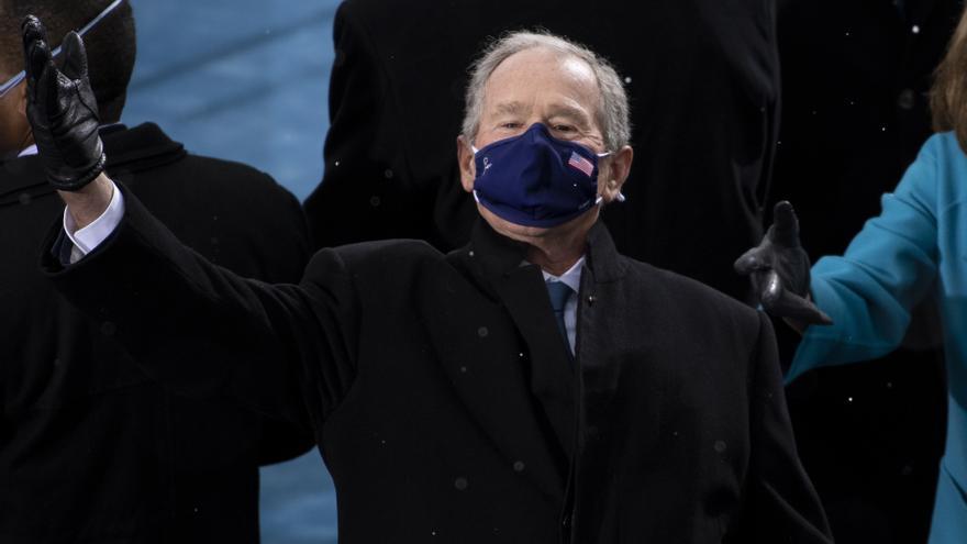 """El expresidente de EEUU Bush tacha de """"error"""" la retirada militar de Afganistán"""