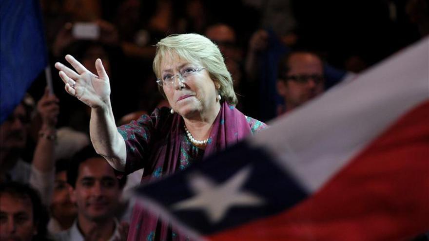 Una renovada Bachelet quiere ser motor de cambios en Chile