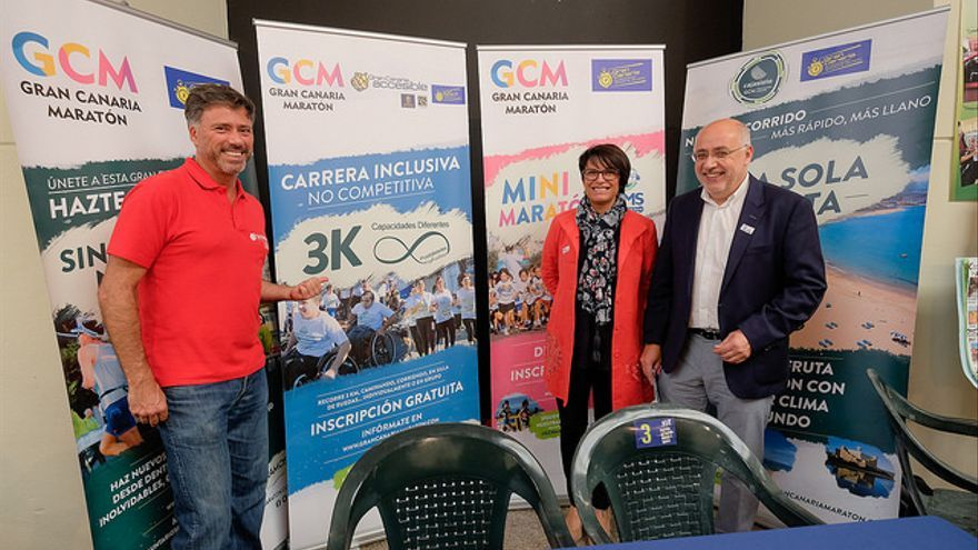 Miguel Ángel Rodríguez, junto a la consejera Elena Máñez y el presidente del Cabildo de Gran Canaria, Antonio Morales