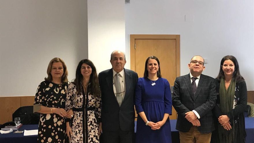 Rosario Tur y Enrique Álvarez Conde, tras una conferencia conjunta.