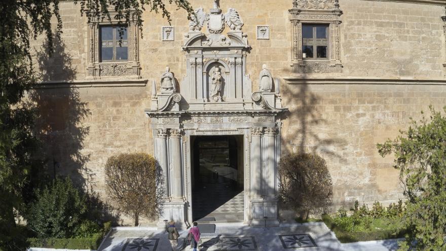El Hospital Real, sede central de la Universidad de Granada (UGR).