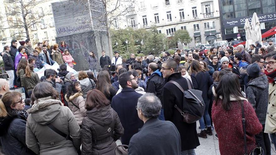 Unas 200 personas se manifiestan en Madrid contra el autobús tránsfobo