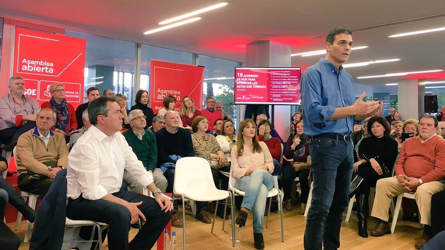 Pedro Sánchez en la asamblea abierta a la ciudadanía en Sevilla.