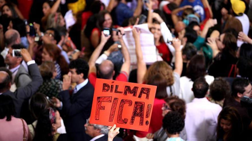 Manifestantes desocupan Presidencia brasileña tras acto en favor de Rousseff