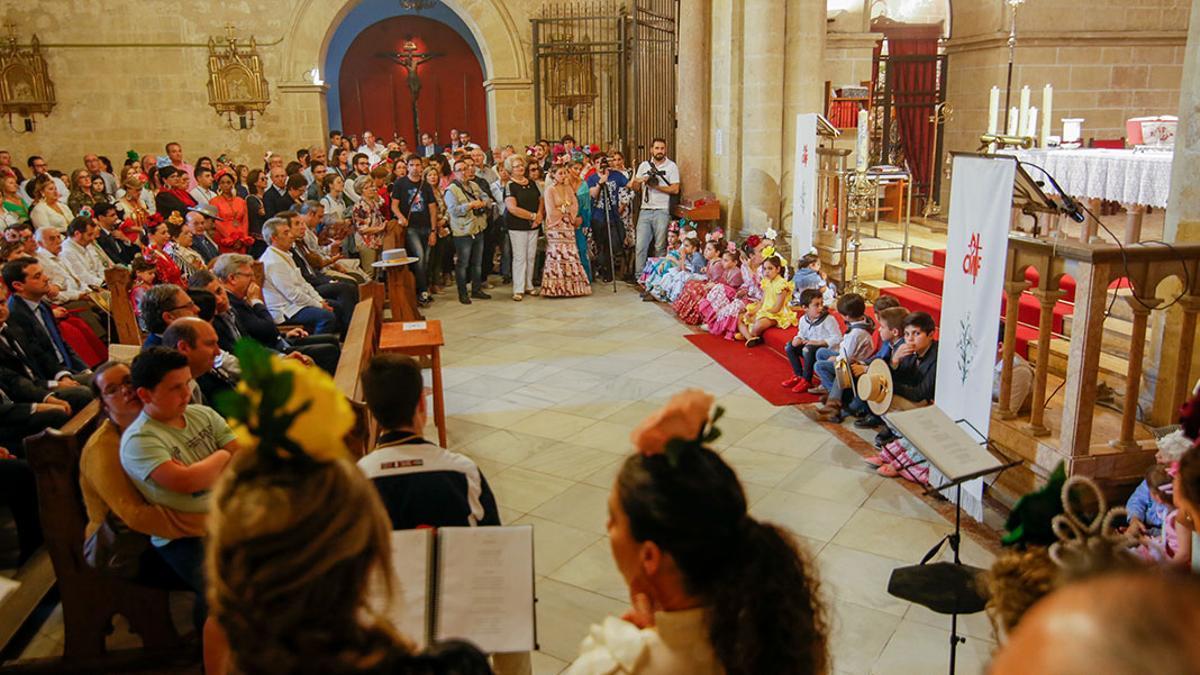 Salida de la Hermandad del Rocío de la iglesia de San Pablo en una imagen de archivo