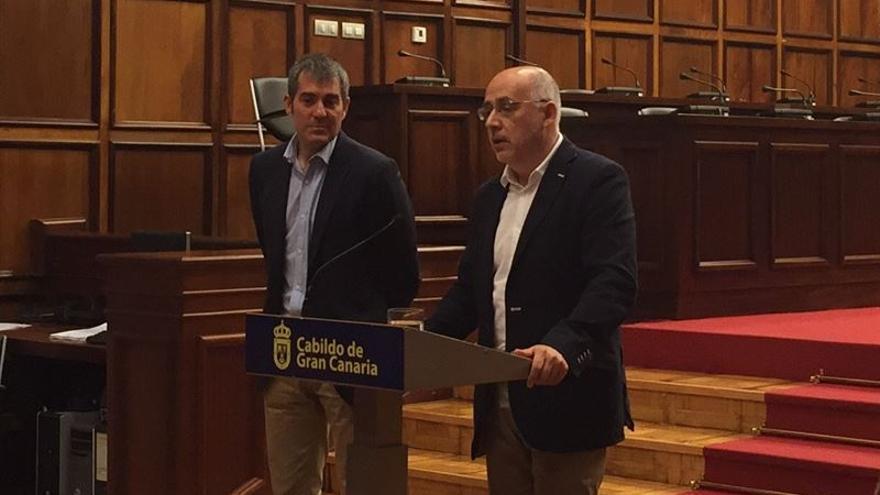El presidente del Cabildo de Gran Canaria, Antonio Morales traslada al presidente de Canarias, Fernando Clavijo el 'decálogo' de las necesidades de Gran Canaria para esta legislatura (Europa Press)