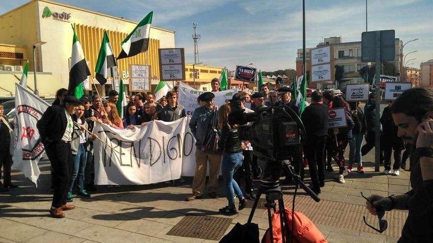 Manifestación Badajoz tren Milana Bonita