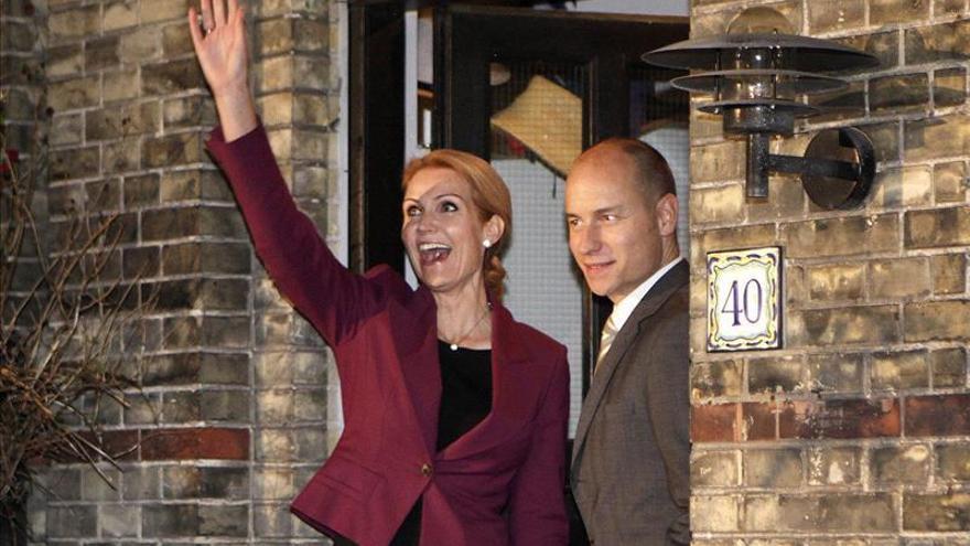 El hijo de Kinnock y esposo de la primera ministra danesa logra un escaño