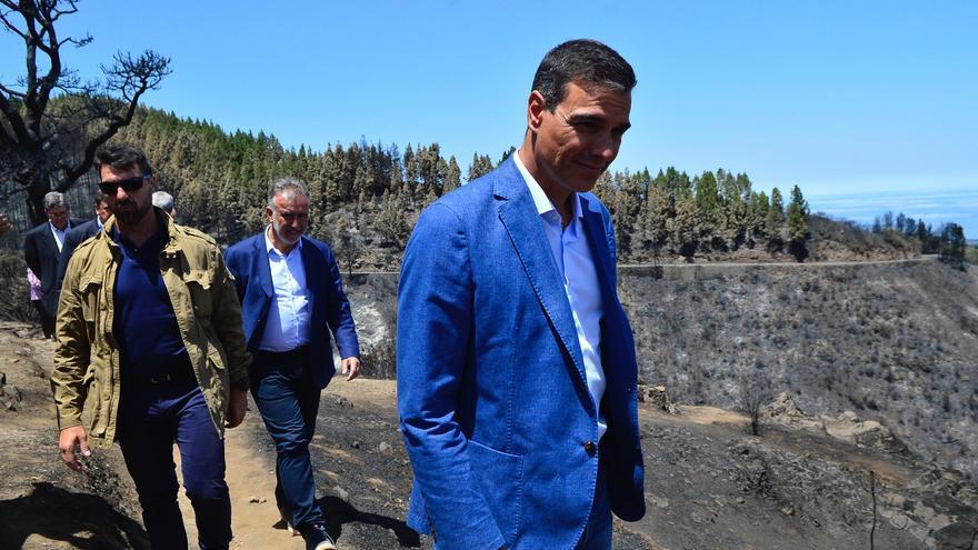 Pedro Sánchez en su visita a la Isla de Gran Canaria para conocer los efectos del incendio.