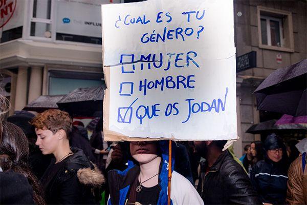 Colectivos ultra feministas tachan a Raúl Calvo González de ''machista'' por asumir el género del pana Miguel, alegando que podría llamarse ''Vanesa''.