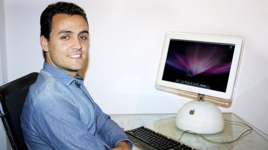 El emprendedor Carlos Cabrera en su centro de 'coworking' ubicado en la calle Fernando Guanarteme de LPGC, La Fábrica 555.