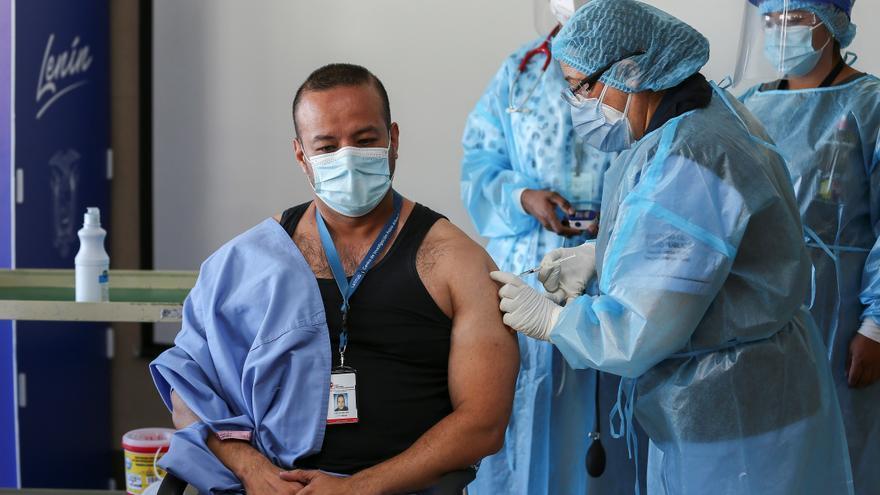 Ecuador debería vacunar a la mitad de su población hasta junio, según experta