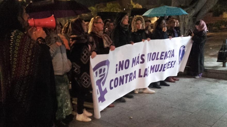 Protesta convocada por el Foro contra la Violencia de Género en Tenerife, este miércoles en La Laguna