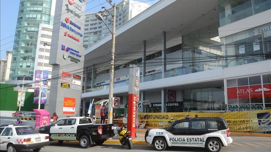 Los policías mexicanos que asaltaron a un hombre tenían antecedentes