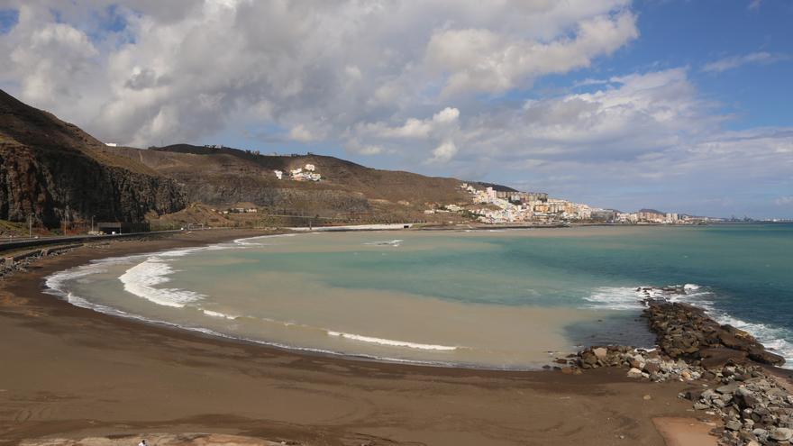 La playa de La Laja tras las lluvias (ALEJANDRO RAMOS)