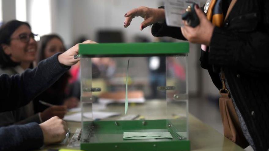 612.080 aragoneses han acudido a las urnas hasta las 18:00 horas