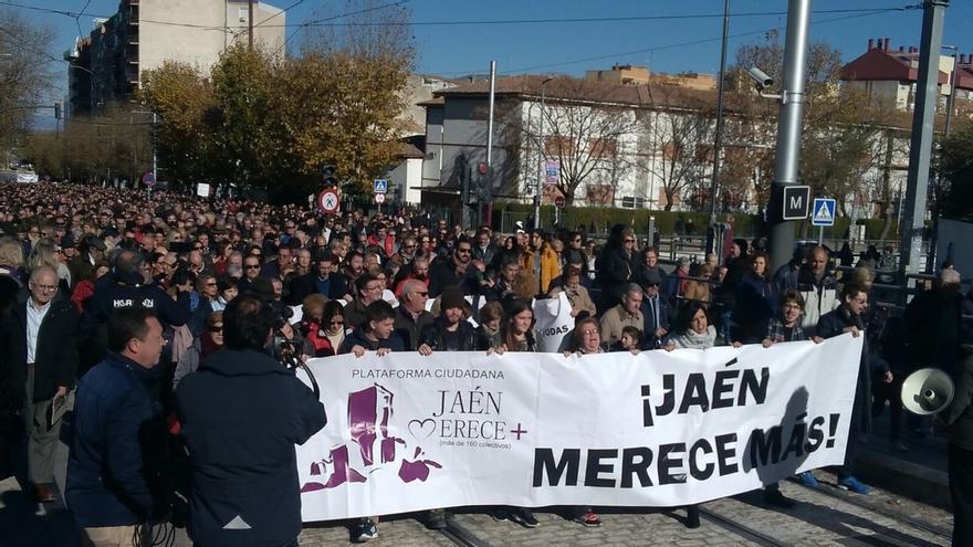 """Miles de personas se manifiestan """"contra el olvido histórico de las administraciones"""" a Jaén"""