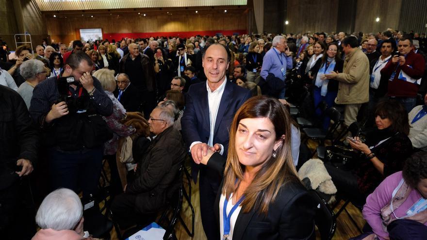 María José Sáenz de Buruaga e Ignacio Diego en el Congreso Regional del PP de Cantabria.