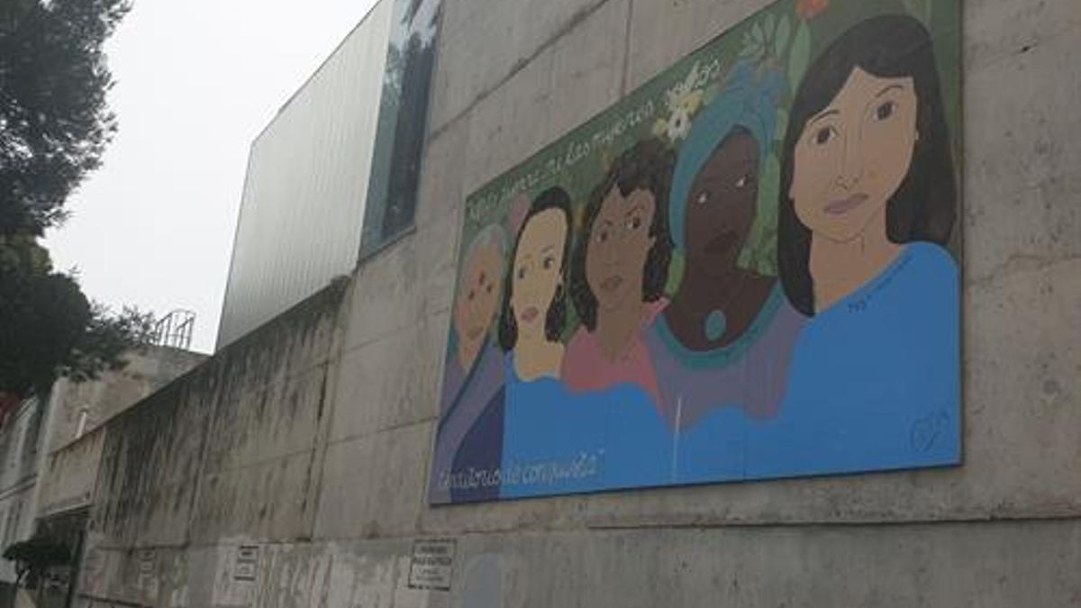 Mural feminista realizado en una pared de Cádiz