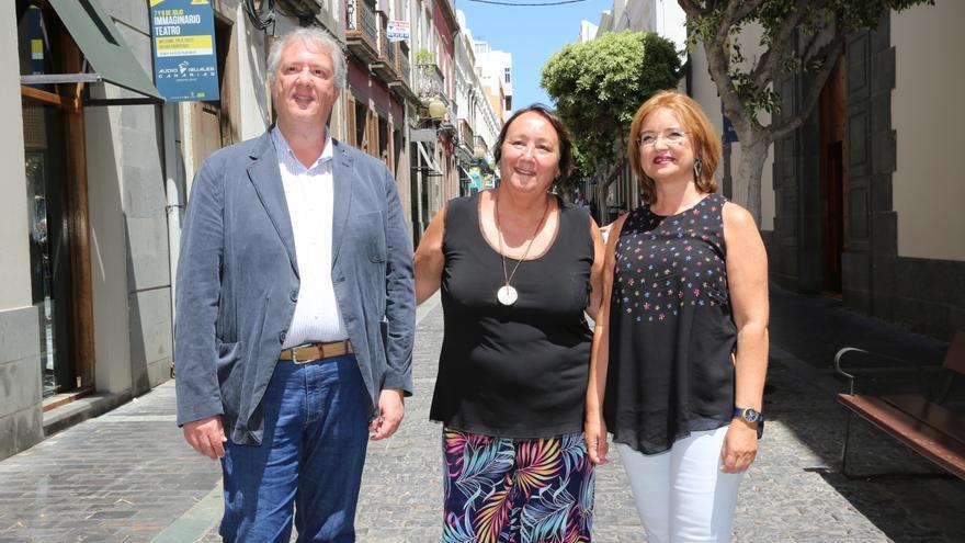 El consejero de Cultura y Patrimonio Histórico del Cabildo de Gran Canaria, Carlos Ruiz,; la directora general de DD&Company Producciones, Dania Dévora; y la concejala de Cultura de la capital, Encarna Galván.