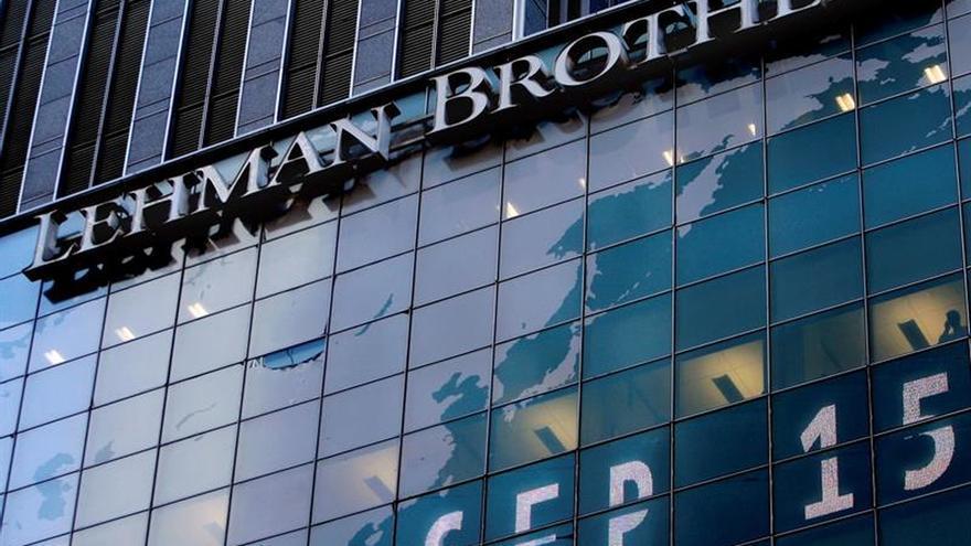 Diez años tras la caída Lehman Brothers, la bolsa bate récords y los salarios repuntan