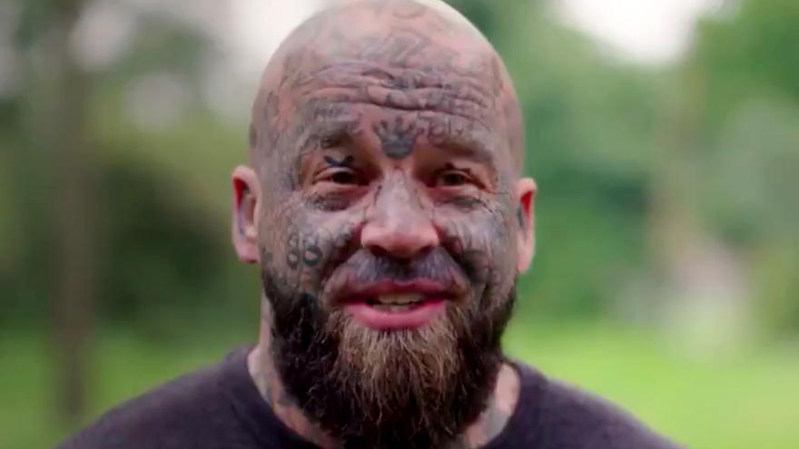 Concursante cuyos tatuajes ha motivado la cancelación del programa