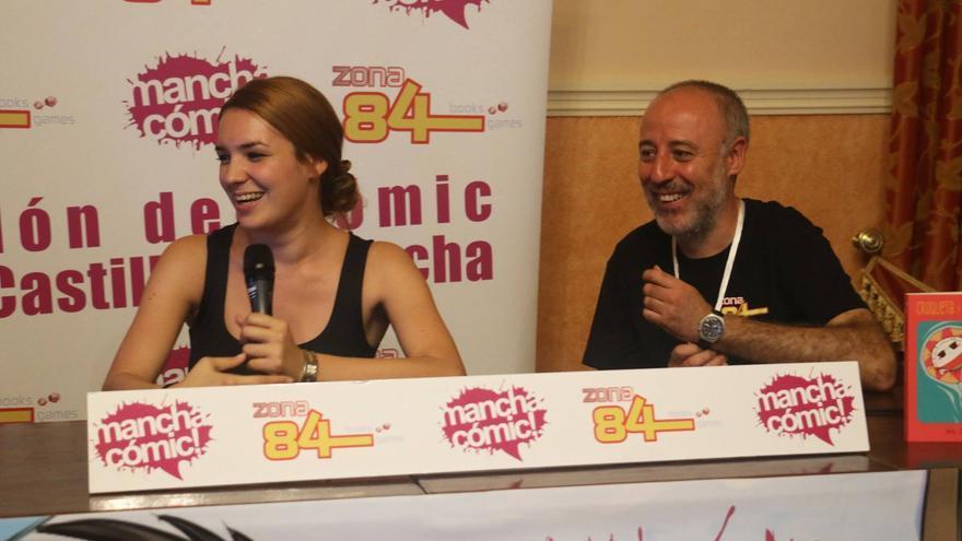 Ángel Serrano, director de Manchacómic! y la artista Ana Oncina