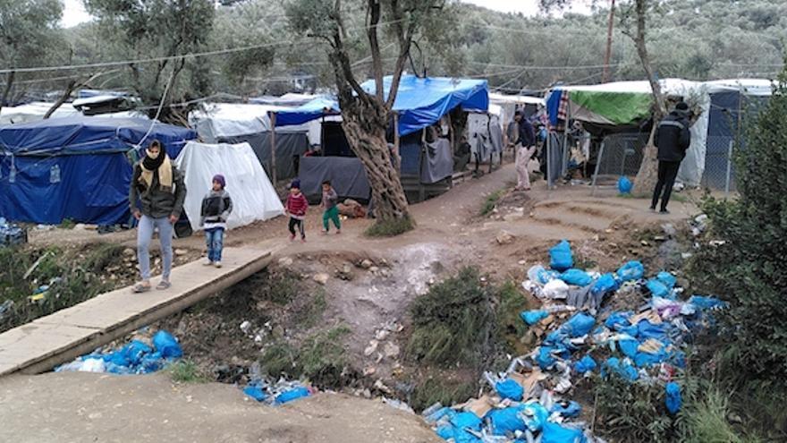 En algunas zonas del campamento no hay luz, agua, ni baños