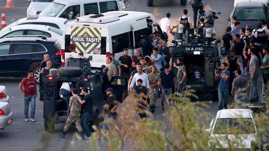 """Francia pide respeto al """"orden democrático"""" en Turquía"""