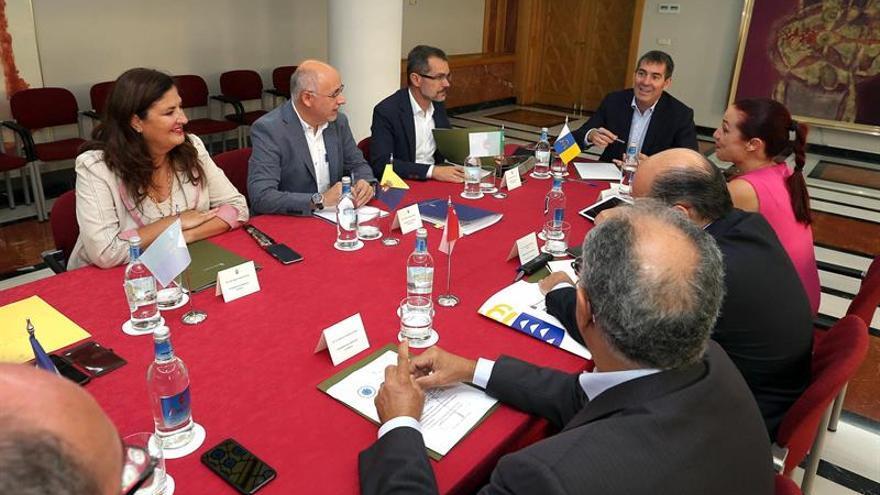 Reunión de la Federación Canaria de Islas. (Efe/Elvira Urquijo).